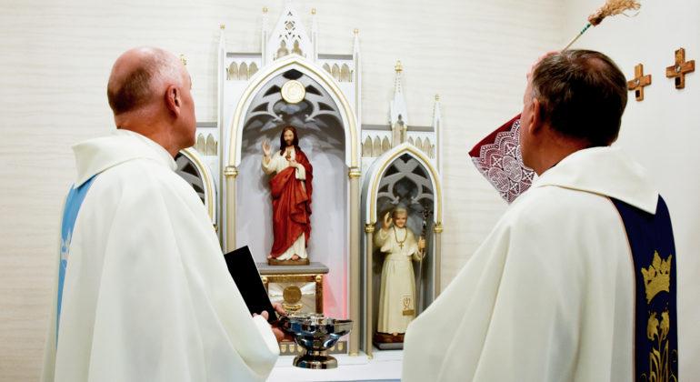 Poświęcenia kaplicy pw. Najświętszego Serca Pana Jezusa w budynku plebanii